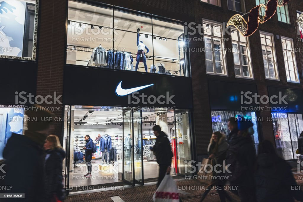 Apretar Excavación Polar  Nike Sports Fashion Amsterdamnetherlands Stock Photo - Download Image Now -  iStock