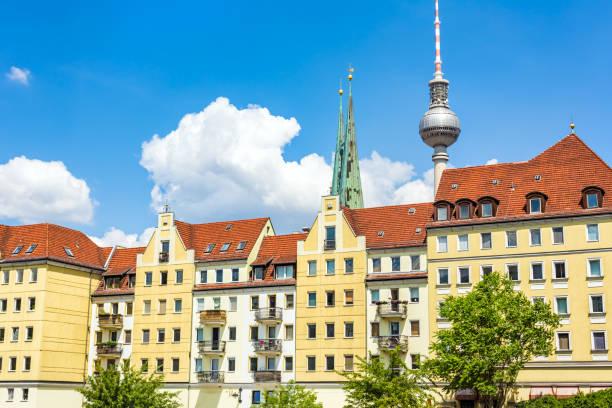 nikolaiviertel in berlin - nikolaiviertel stock-fotos und bilder