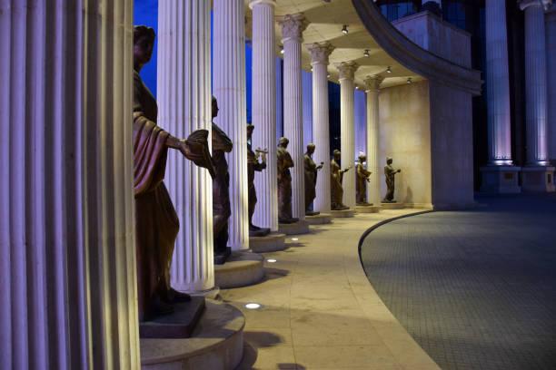 dokuz muses anıt skopje şehir merkezinde. üsküp, makedonya. - üsküp stok fotoğraflar ve resimler