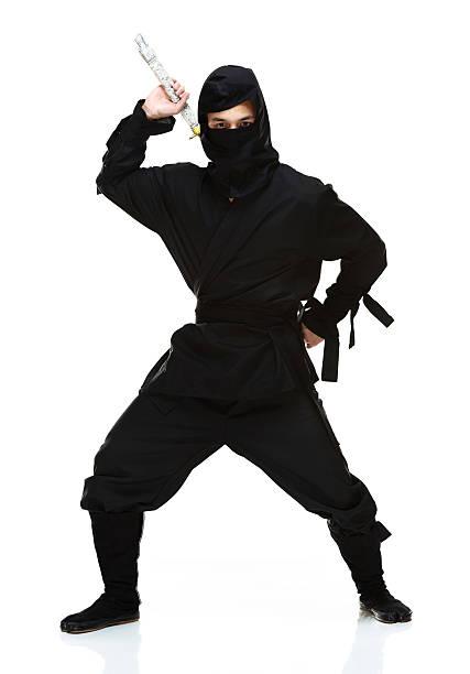 ninja en acción & mirando a la cámara - ninja fotografías e imágenes de stock
