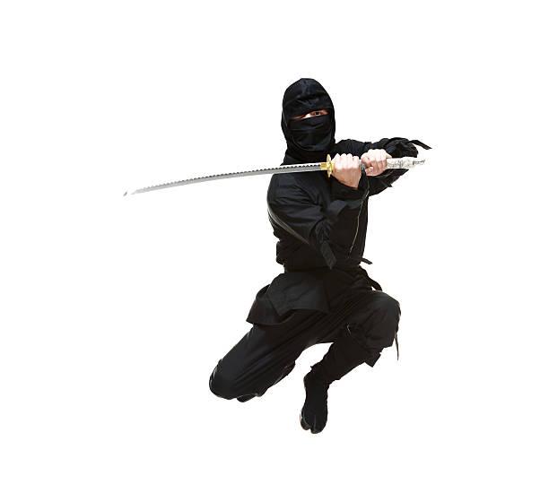 ninja en acción con espada - ninja fotografías e imágenes de stock