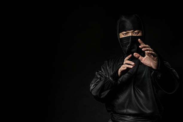 enseñar a sus discípulos de ninja - ninja fotografías e imágenes de stock