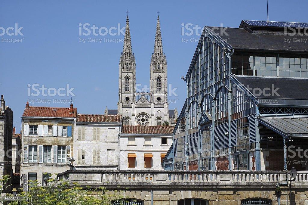 Niort-Basilica antica e mercato foto stock royalty-free