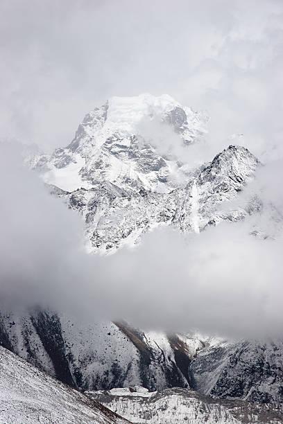 Nirekha 산 구름 풍경, 북쪽으로 히말라야 산맥, 네팔 스톡 사진