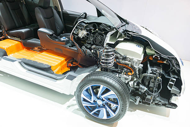 nissan leaf electric vehicle cross section - elektrische motor stockfoto's en -beelden