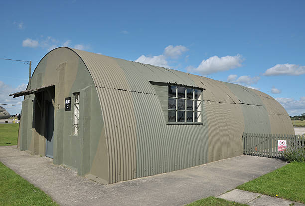 WW2 RAF Nissen Hut An old Nissen hut as used by RAF crews of Bomber Command during World War Two . This Nissen hut is located at the old RAF Elvington base in North Yorkshire, UK. military base stock pictures, royalty-free photos & images