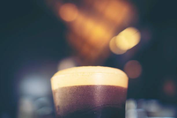 nitro cold brew coffee in cafe nitro cold brew coffee in cafe nitrogen stock pictures, royalty-free photos & images