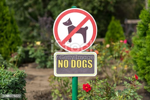istock No Dogs Allowed On The Grass Area Sign 1096075022