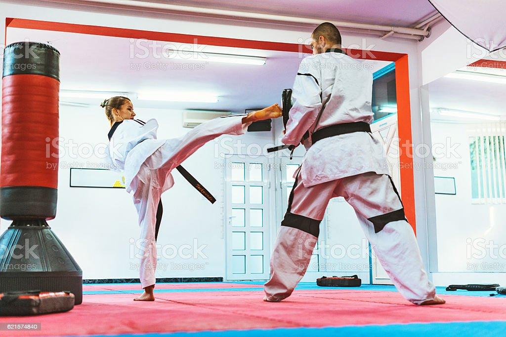No limits for handicapped taekwondo enthusiast photo libre de droits