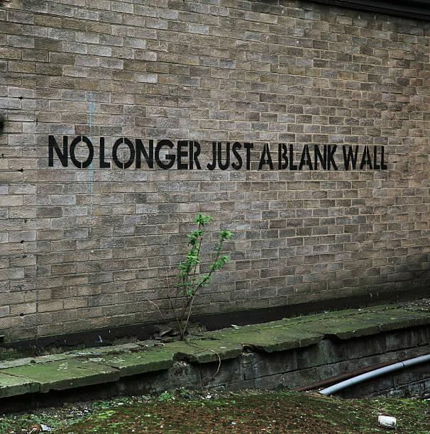 nicht länger nur einer leeren wand-urban graffiti, englisch - sprüche englisch stock-fotos und bilder