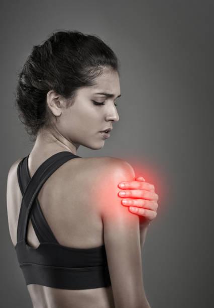 no pain no gain - schmale schulter stock-fotos und bilder