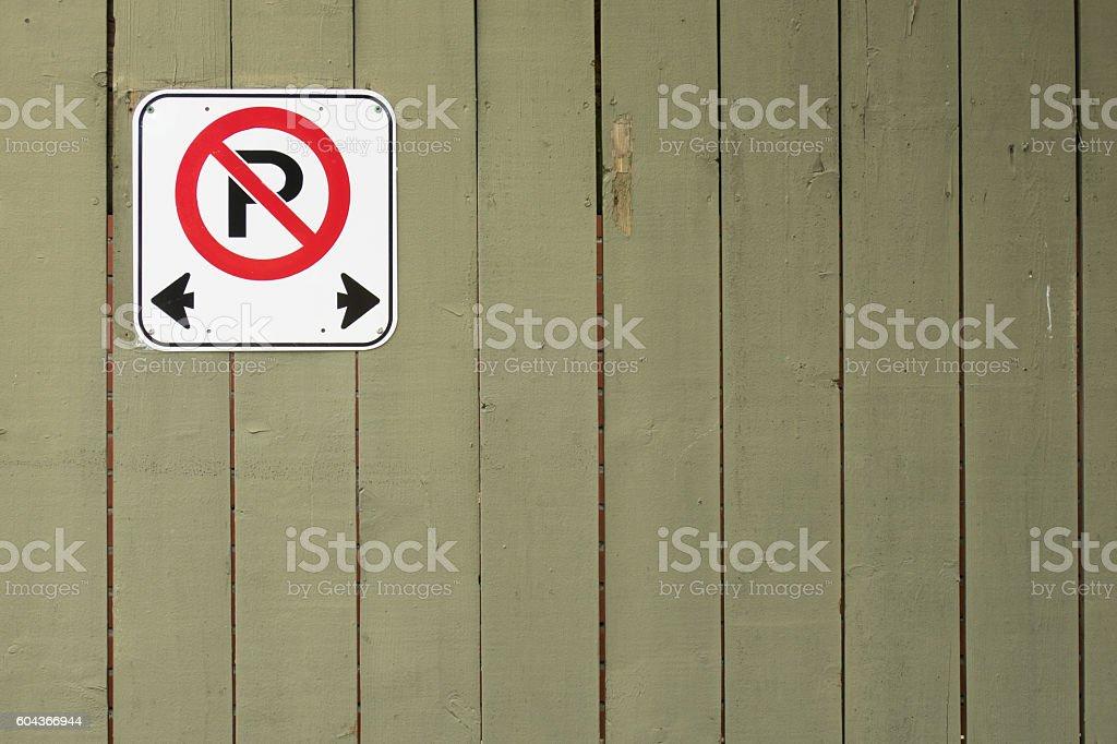 Senal De Prohibido Aparcar Foto De Stock Y Mas Banco De Imagenes De Aire Libre