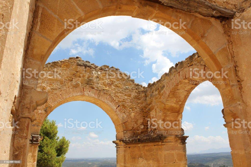 No hay techo de una antigua iglesia - foto de stock