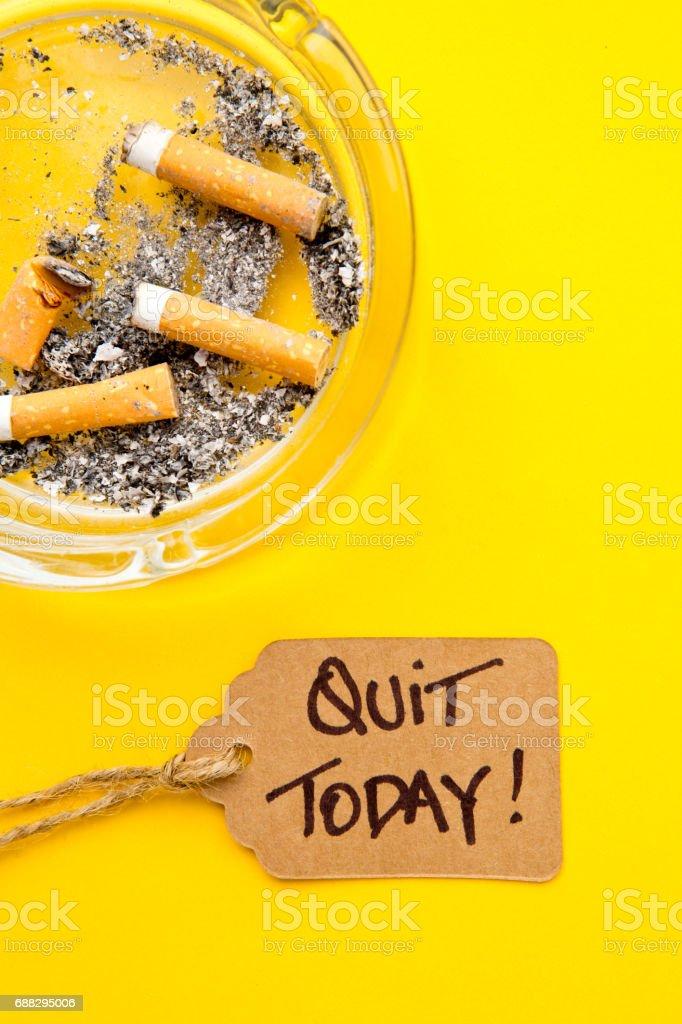 Não fumar - demitiu-se hoje - foto de acervo