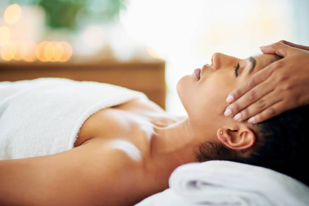 no stress, just relaxation - массаж стоковые фото и изображения