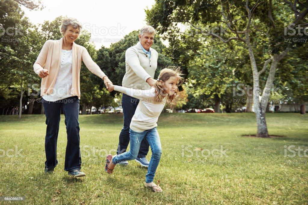 Nadie puede hacer por los niños qué abuelos hacer - foto de stock