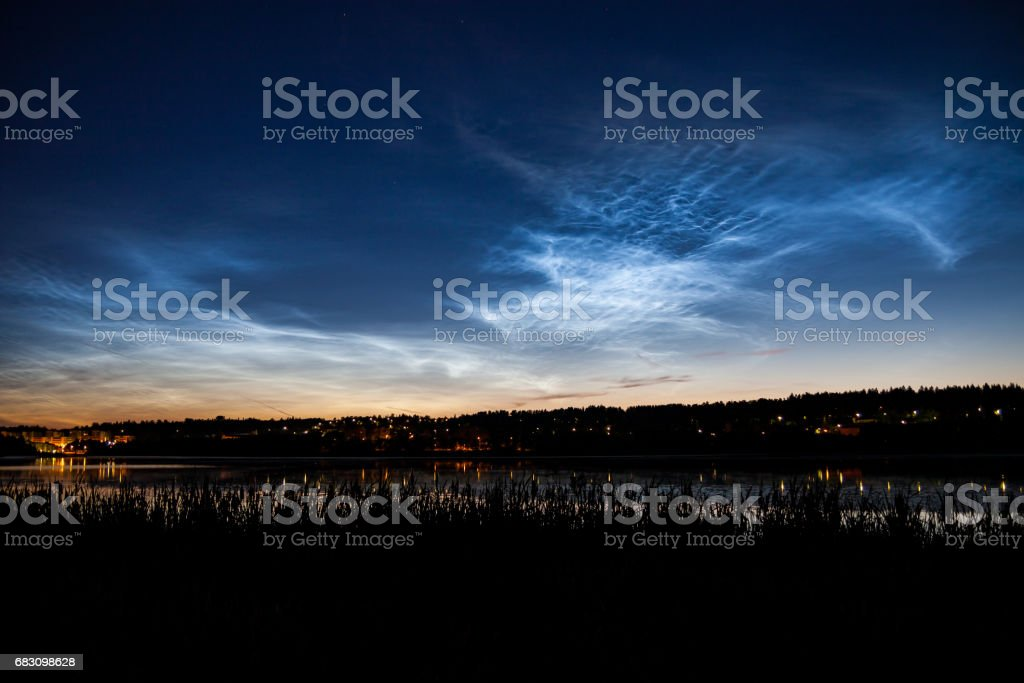 Noctilucent clouds at night sky foto de stock royalty-free