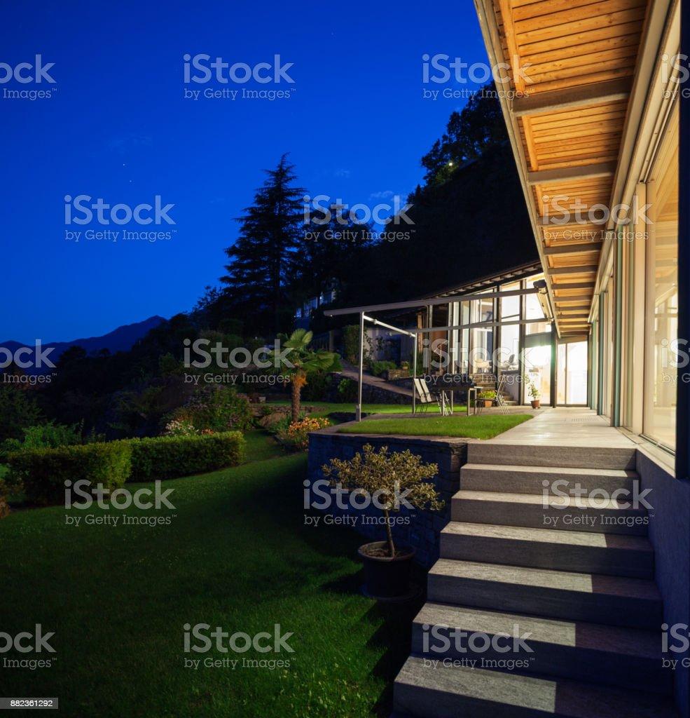 Nocturne Blick auf villa – Foto