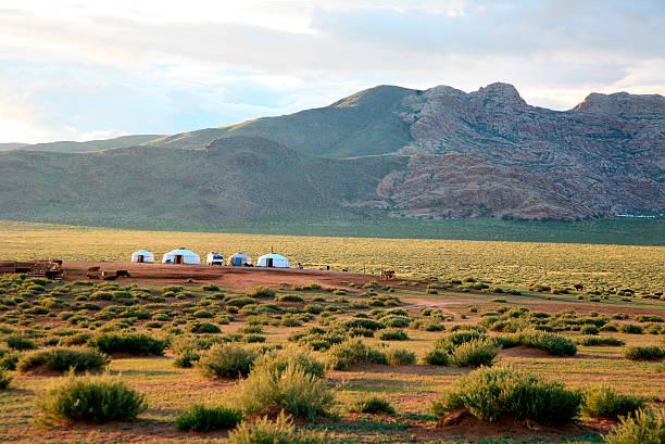 Nomad Camp basierend auf Hogno-Tarna Uul, Bulgan Provinz, Mongolei. – Foto