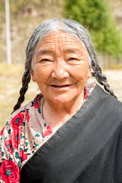 nomad vrouw - double_p stockfoto's en -beelden