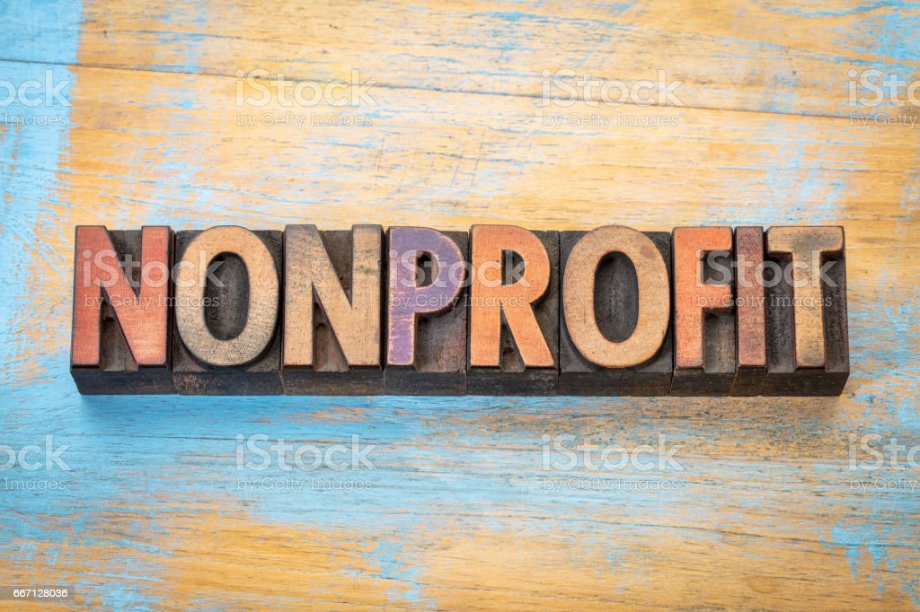 nonprofit word  in wood type – Foto