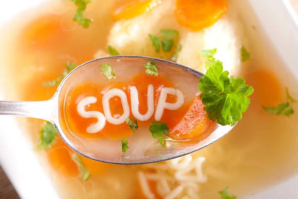 Sopa de macarrão com almôndegas - foto de acervo