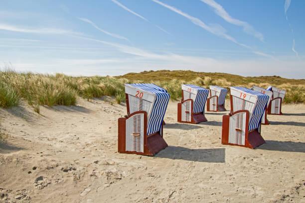 norderney strand dünen - urlaub norderney stock-fotos und bilder