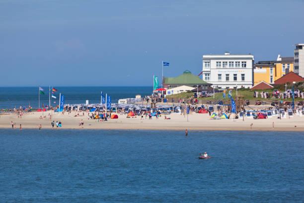norderney main beach - hotels auf norderney stock-fotos und bilder