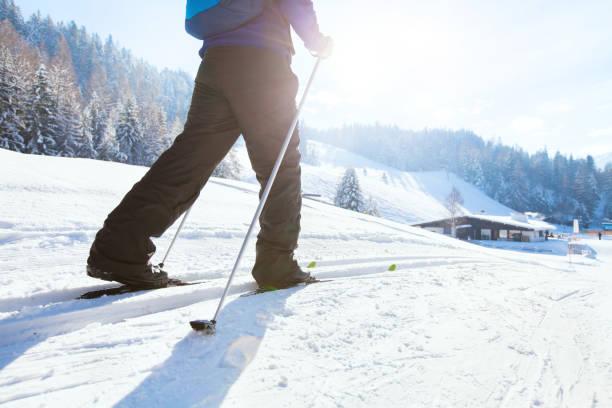 nordisk skidåkning, vintersemester i alperna - winter austria train bildbanksfoton och bilder