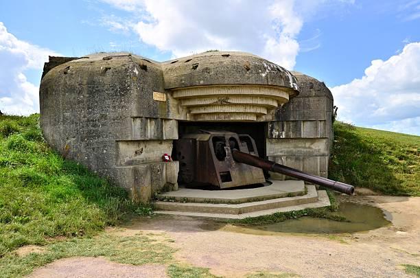 Normandy gun battery Longues-sur-Mer World War II Gun Battery, Normandy, France normandy stock pictures, royalty-free photos & images