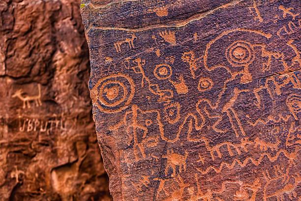 north american petroglyph - mağara resmi stok fotoğraflar ve resimler