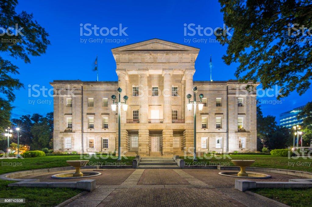 North Carolina Capitol an der Dämmerung NC-Raleigh-USA – Foto