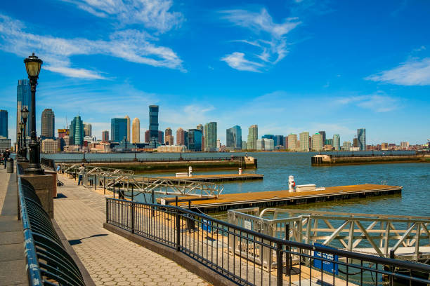 North Cove Marina am Brookfield Place mit New Jersey im Hintergrund – Foto