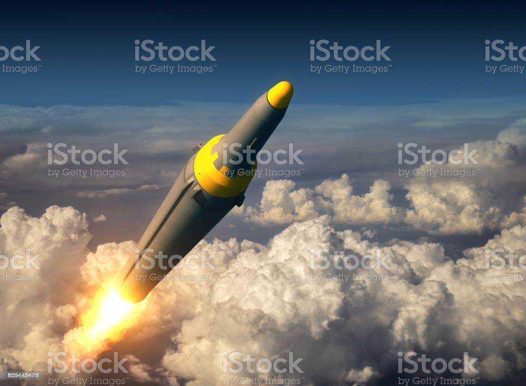 Nordkoreanischen ballistischen Rakete über den Wolken – Foto