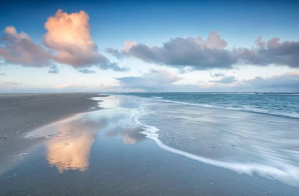 Noordzeekust bij zonsopgang, Texel, Nederland foto