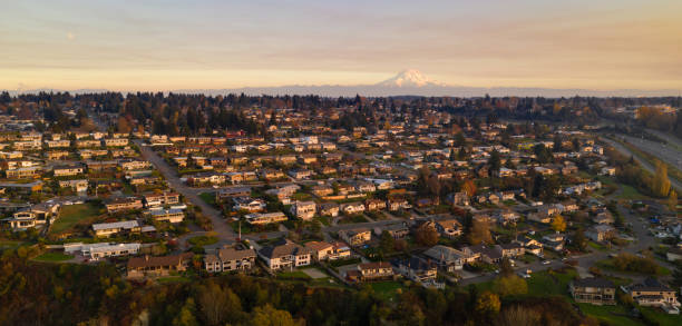 North Tacoma Residential Homes on Hillside Mount Rainier Golden light hits the homes here on clear afternoons at sunset in Tacoma pierce county washington state stock pictures, royalty-free photos & images