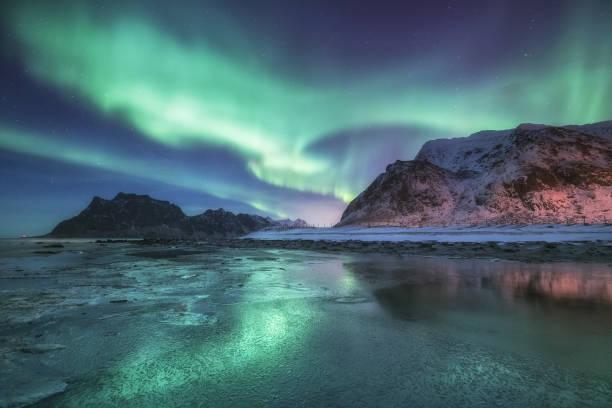 山と海の下でシーズンインします。ノルウェーの美しい自然の景観 ストックフォト