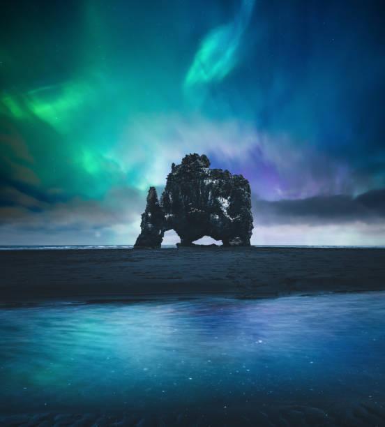 Northen Lights sur Hvitserkur en Islande - Photo