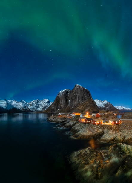 Northern lights above the fishing village of Hamnoy, Lofoten, Norway Norway lofoten stock pictures, royalty-free photos & images