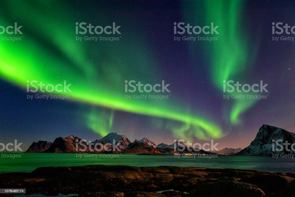 Nordlicht, Aurora Borealis in Lofoten Inseln, Norwegen. Nacht-Winterlandschaft – Foto