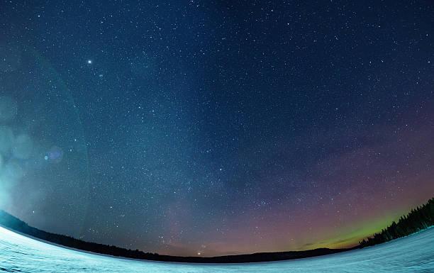 northern lights à distance - grande ourse photos et images de collection