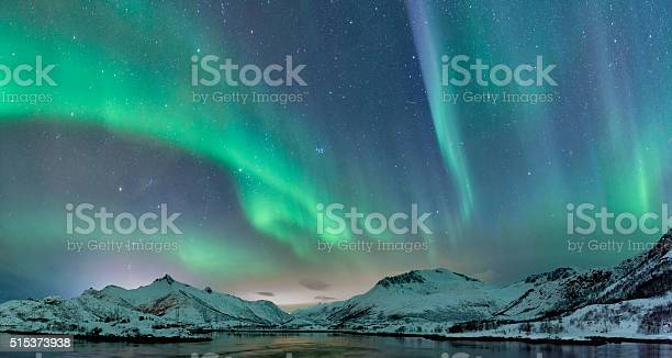 Northern lights over the lofoten islands in norway picture id515373938?b=1&k=6&m=515373938&s=612x612&h=jz0s8qnjvgieu8ve3ft1ogkk5 ep47p2nwdjby8phh4=