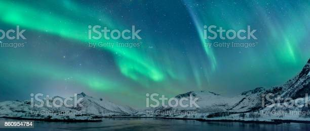 Northern lights over the lofoten islands in norway picture id860954784?b=1&k=6&m=860954784&s=612x612&h=dt9vx9dzgvo9aega5nqvzkw35tioms6n7sa9tlncpbw=