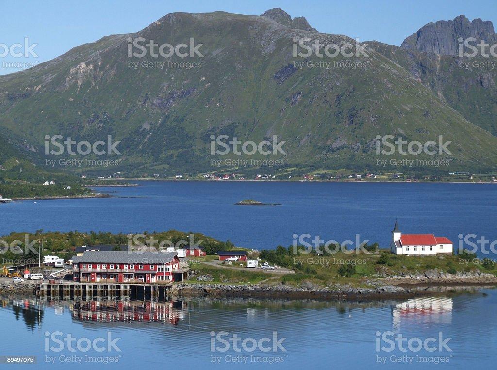 Norvegia-fiordo, isola e village foto stock royalty-free