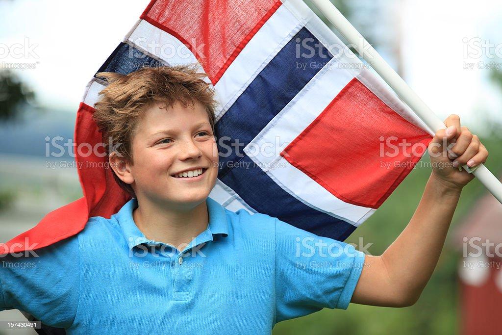 Norueguês Menino patriot com bandeira, Oslo Noruega - fotografia de stock