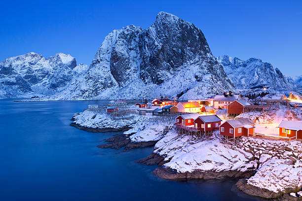 norwegian fisherman's cabins on the lofoten at dawn in winter - noorwegen stockfoto's en -beelden
