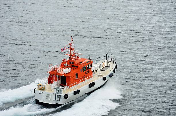 Norwegian Pilot boat leaving cruise ship after dropping off pilot – Foto
