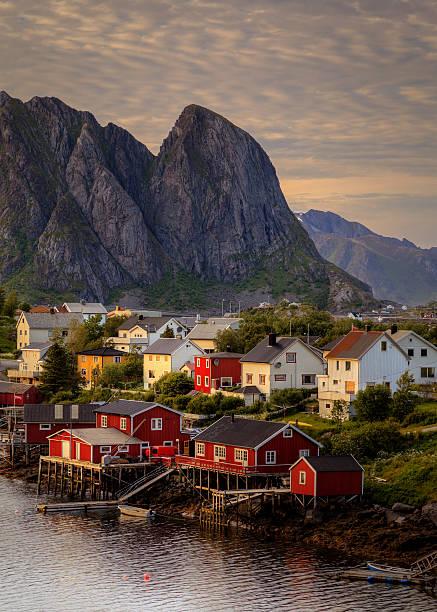 Norueguesa em Ilhas Lofoten Village - foto de acervo