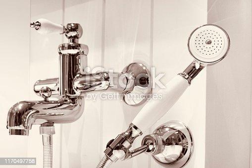 Nostalgic bathtub tap is again modern