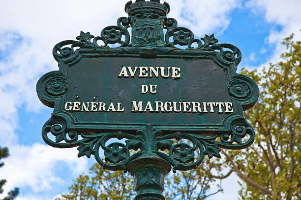 Nostálgico aire de hierro street (avenue) señal en París, Francia - foto de stock
